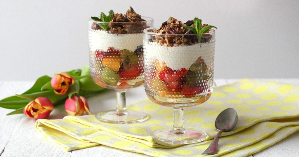 granola-sinaasappelyoghurt-fruitsalade